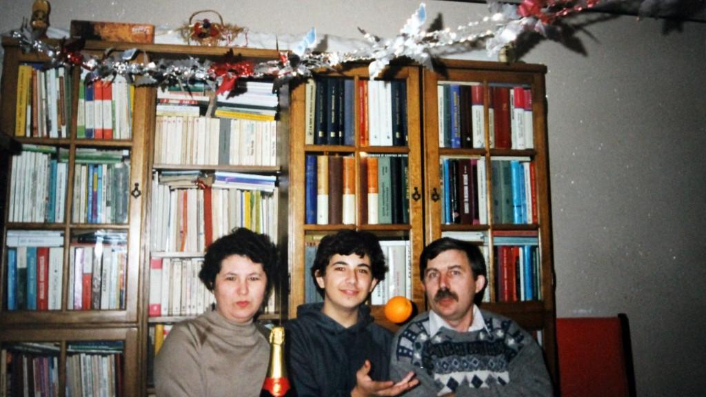 Mihai, în copilărie, alături de părinții lui.