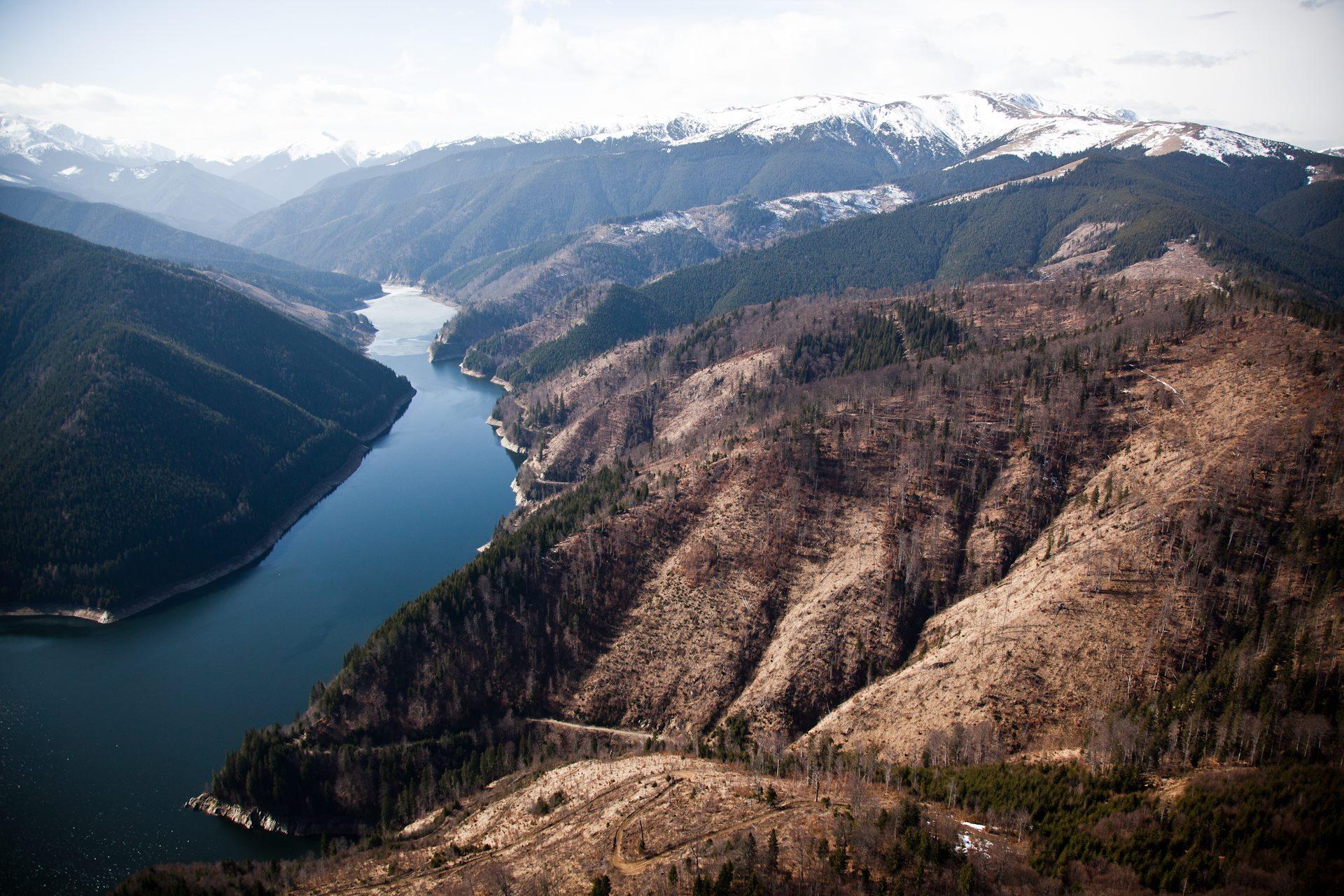 Lacul Pecineagu, Valea Dâmboviței aflată în proprietatea FCC. Fotografie aeriană publicată pe pagina personală a consilierului ministrului Mediului, Alex Găvan